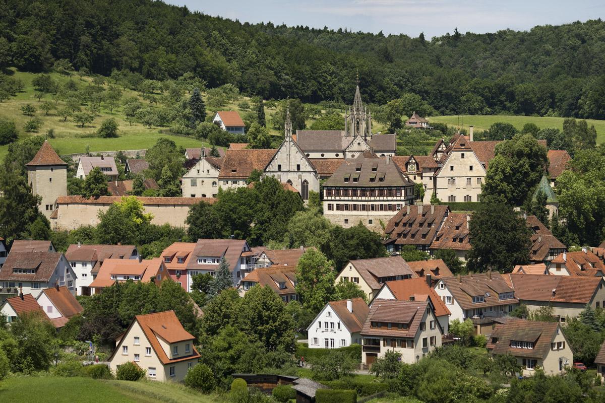 Blick auf die Ortschaft Bebenhausen mit Kloster und Schloss; Foto: Staatliche Schlösser und Gärten Baden-Württemberg, Christoph Hermann