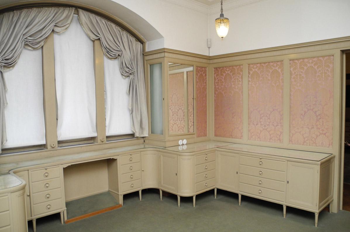 Ankleidezimmer der Königin im Schloss Bebenhausen; Foto: Staatliche Schlösser und Gärten Baden-Württemberg, Stephan Kohls
