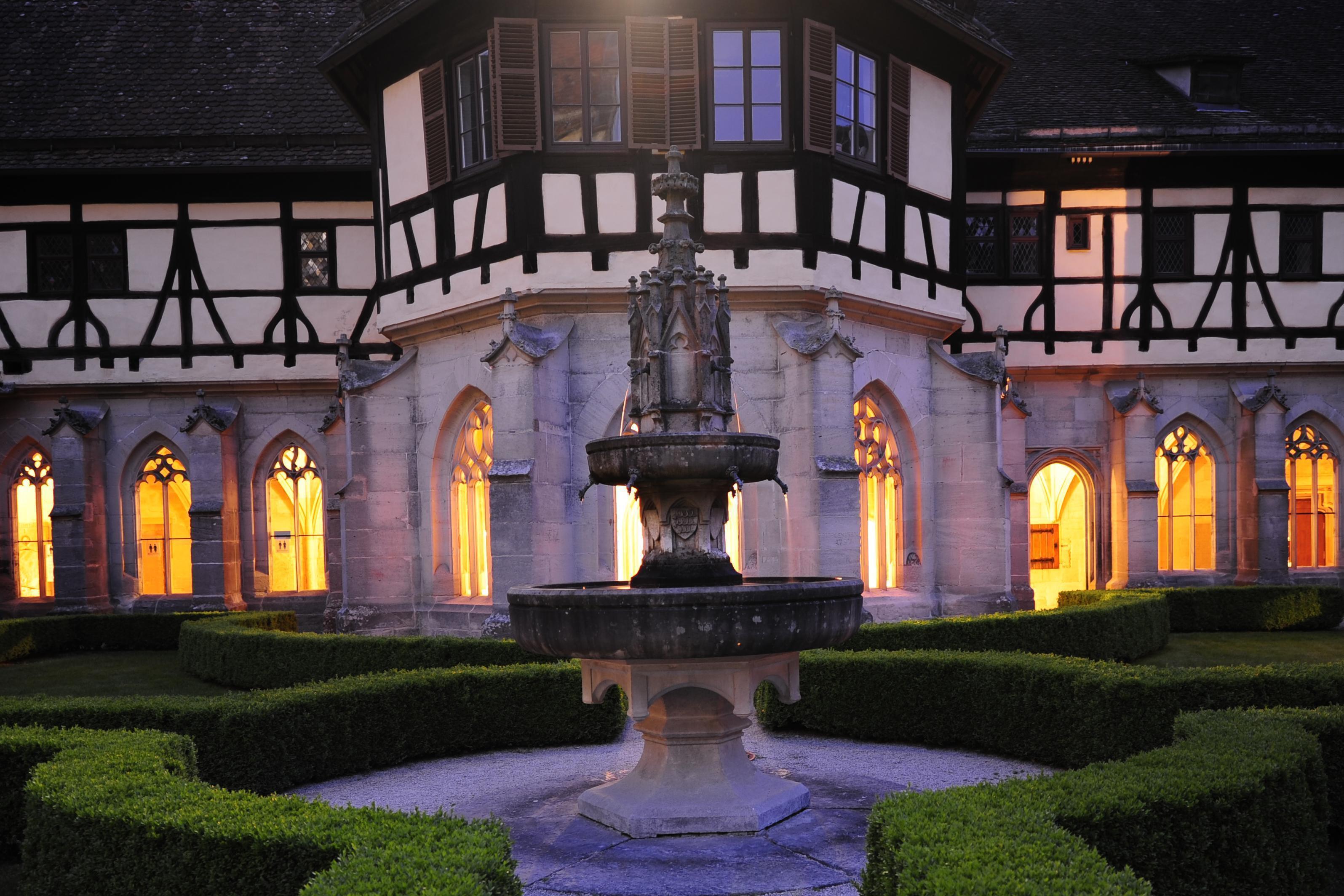 Kloster Bebenhausen, stimmungsvoll beleuchtet; Foto: Staatliche Schlösser und Gärten Baden-Württemberg, Mayer