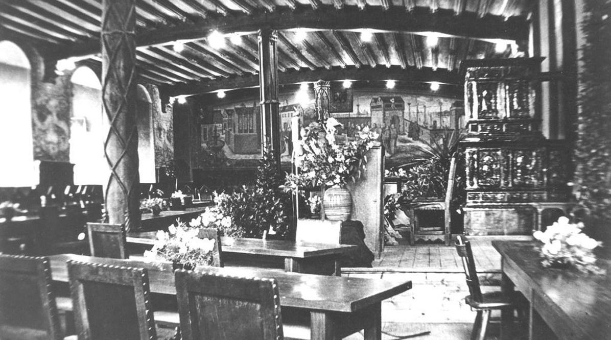 Plenarsaal des Württemberg-Hohenzollerischen Landtags um 1950 im Winterrefektorium von Kloster und Schloss Bebenhausen; Scan: Landesmedienzentrum Baden-Württemberg