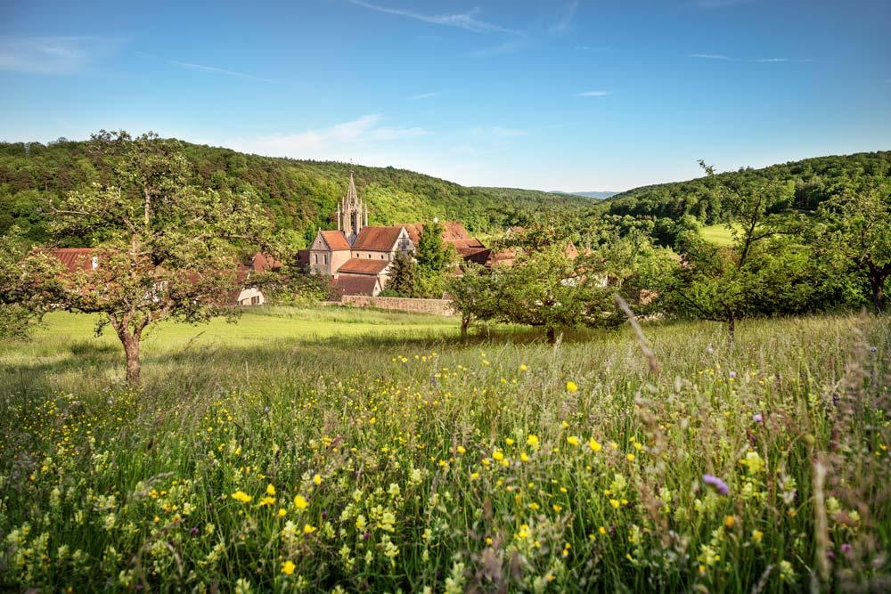 Kloster Bebenhausen in der Landschaft des Schönbuchs; Foto: Staatliche Schlösser und Gärten Baden-Württemberg, Günther Bayerl