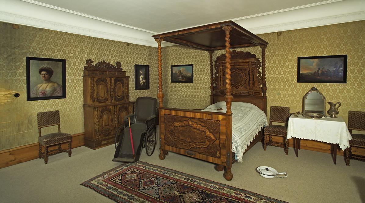Schlafzimmer der Königin im Schloss Bebenhausen; Foto: Staatliche Schlösser und Gärten Baden-Württemberg, Arnim Weischer