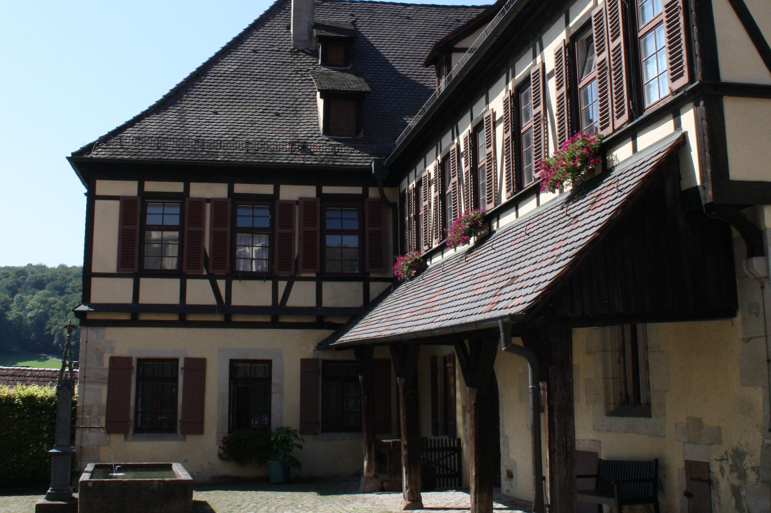 Außenansicht des ehemaligen Abtshauses in Kloster und Schloss Bebenhausen; Foto: Staatliche Schlösser und Gärten Baden-Württemberg, Janna Almeida