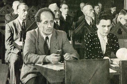 Parlamentarier im Plenarsaal des Winterrefektoriums im Kloster Bebenhausen; Foto: Staatliche Schlösser und Gärten Baden-Württemberg, Stephan Kohls