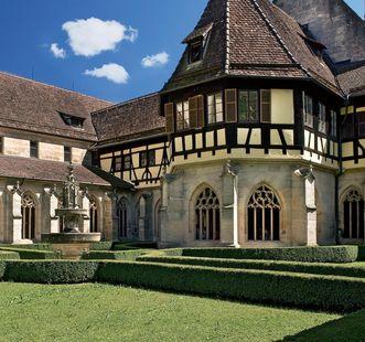 Kreuzgarten von Kloster Bebenhausen; Foto: Staatliche Schlösser und Gärten Baden-Württemberg, Rose Hajdu