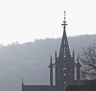 Kloster Bebenhausen von außen, Vierungsturm im Dunst; Foto: Staatliche Schlösser und Gärten Baden-Württemberg, Arnim Weischer