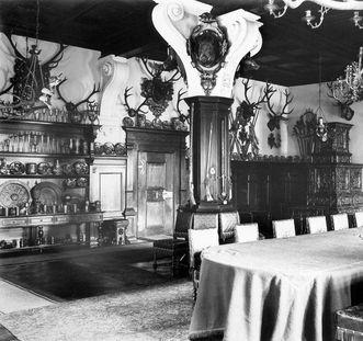 Blauer Saal mit Prunksilber im Kloster und Schloss Bebenhausen um 1926; Foto: Landesmedienzentrum Baden-Württemberg, Robert Bothner