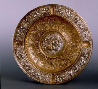 Display bowl by August Schleissner, circa 1870, in Bebenhausen Monastery and Palace. Image: Staatliche Schlösser und Gärten Baden-Württemberg, Stephan Kohls
