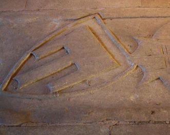 Grabplatte mit dem Wappen der Pfalzgrafen von Tübingen in Kloster Bebenhausen; Foto: Staatliche Schlösser und Gärten Baden-Württemberg, Ortsverwaltung Bebenhausen