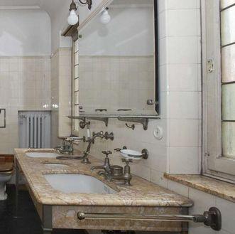 Washbasin in the queen's bathroom in Bebenhausen Palace. Image: Staatliche Schlösser und Gärten Baden-Württemberg, Stephan Kohls