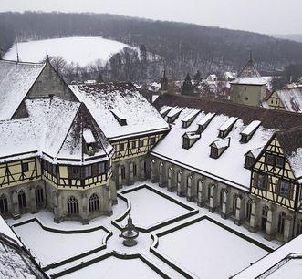 Kloster Bebenhausen mit Kreuzgang vom Turm der Klosterkirche aus; Foto: Staatliche Schlösser und Gärten Baden-Württemberg, Arnim Weischer