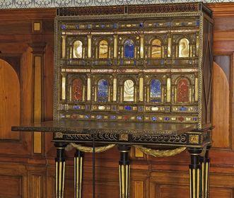 Cabinet in the king's drawing room in Bebenhausen Palace. Image: Staatliche Schlösser und Gärten Baden-Württemberg, Arnim Weischer