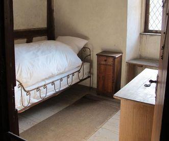 Schlafkammer im Dormitorium von Kloster Bebenhausen; Foto: Staatliche Schlösser und Gärten Baden-Württemberg, Ortsverwaltung Bebenhausen
