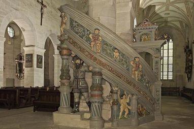Interior of the church with pulpit by Konrad Wagner, late 16th century, original version with scenes from the Old Testament in Bebenhausen Monastery. Image: Staatliche Schlösser und Gärten Baden-Württemberg, Arnim Weischer