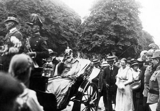 King Wilhelm II in a coach in Bebenhausen. Scan: Landesmedienzentrum Baden-Württemberg, credit unknown